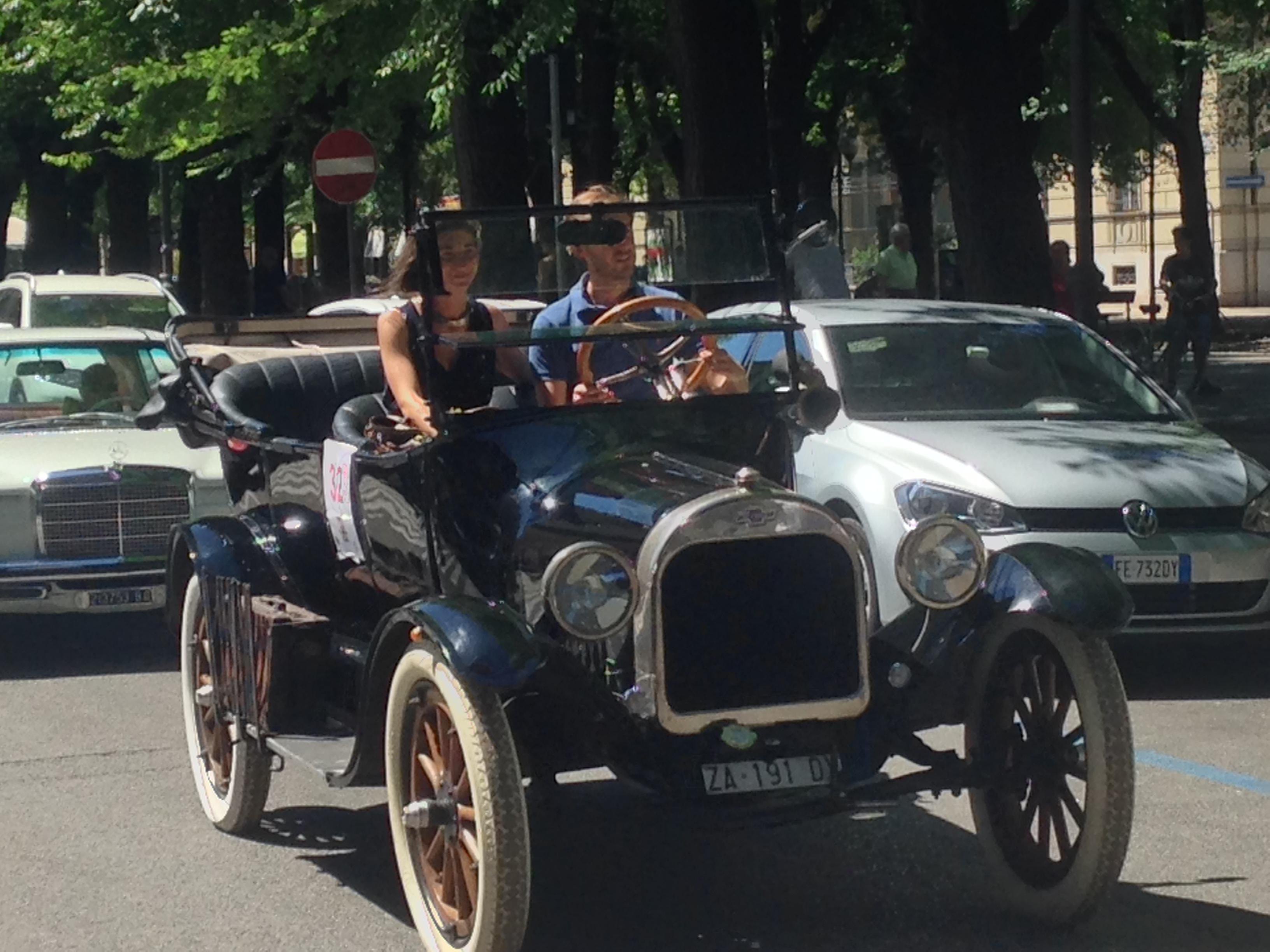 Con una sfilata di auto d'epoca il Lions Club sostiene l'ippoterapia alla Cascina Bargè